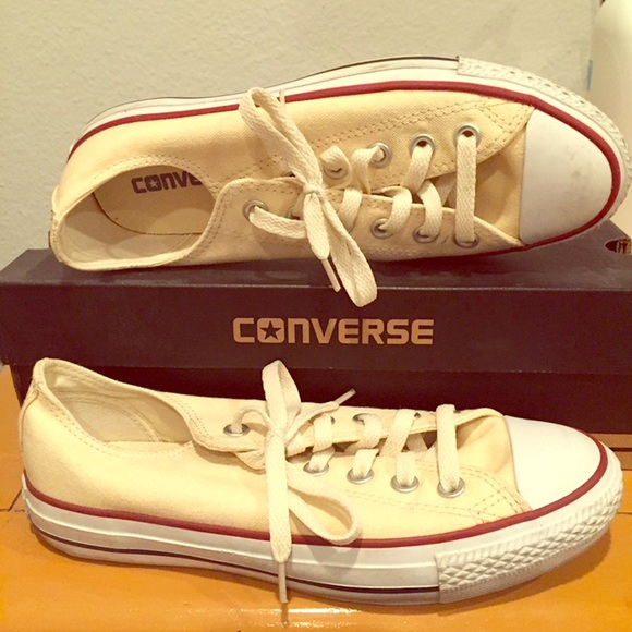 70bf9bb0f3ec Converse Shoes - Converse Low Tops. Women s size 7.